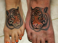 Татуировка тигр на ступне