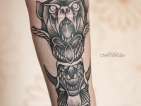 Татуировка волка и его демона на руке