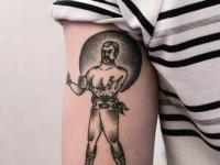 Татуировка мужчины готового к драке на руке
