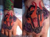 Татуировка сердце на запястье