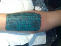 Татуировка магнитофон на предплечье