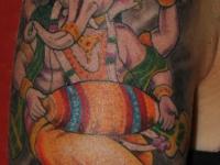 Татуировка индийская слониха на плече