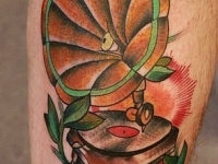 Татуировка потифон на икре
