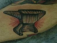 Татуировка наковальня