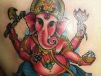 Татуировка слон на спине