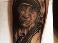 Татуировка бабушка на предплечье
