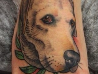 Татуировка собака на ступне