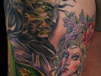Татуировка демон и девушка на бедре