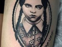 Татуировка портрет девочки с надписью обречен