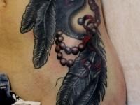 Татуировка инь- янь на боку