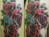 Татуировка розы с часами