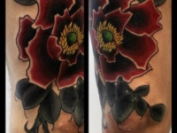 Татуировка цветок на ноге