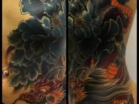 Татуировка дракон на спине