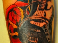 Татуировка гитара и роза