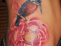 Татуировка птица на пионе