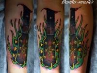 Татуировка гриф на предплечье