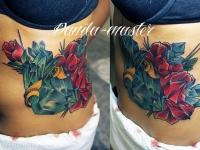 Татуировка цветы на боку