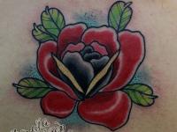 Татуировка цветок на шее