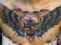 Татуировка крылья на груди