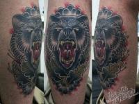 Татуировка медведь на икре