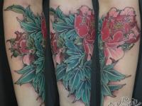 Татуировка на руке цветок