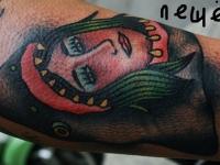 Татуировка голова в пасти акулы