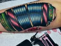 Татуировка баян на предплечье