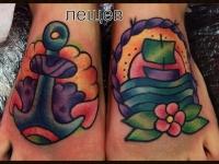 Татуировка якорь и корабль на стопах