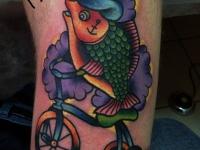 Татуировка рыба на велосипеде