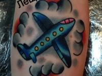 Татуировка самолет в облаках