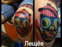 Татуировка морда на колене