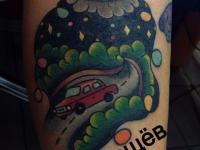 Татуировка автомобиль на дороге
