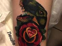 Татуировка ящер с розой