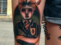 Татуировка портрет на бедре
