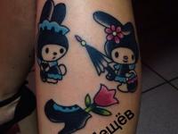 Татуировка мультики на ноге