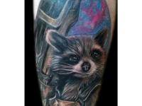 Цветная татуировка барсука на плече