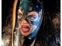 Татуировка леди-кошки на плече