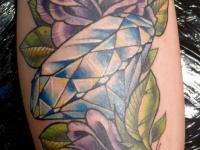 Татуировка алмаз в розах