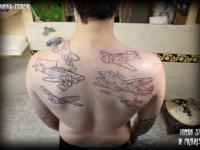 Татуировка самолеты на спине