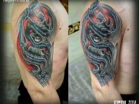 Татуировка железные бицепсы на плече