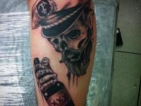 Татуировка пират и ром