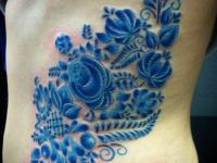 Тату синие цветочки