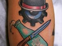 Татуировка нож, бутылка и котелок