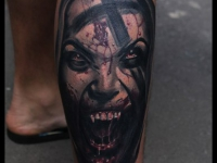 Татуировка вампир на голени