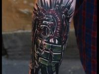 Татуировка граната на предплечье