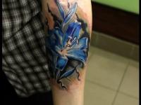 Татуировка лилия на предплечье