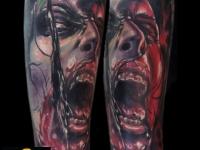 Татуировка окровавленное лицо на предплечье