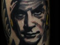 Татуировка портрет на голени