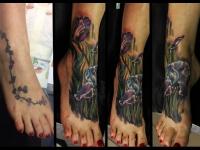 Татуировка ирисы на ступне
