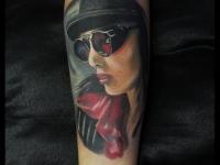 Татуировка портрет девушки на предплечье